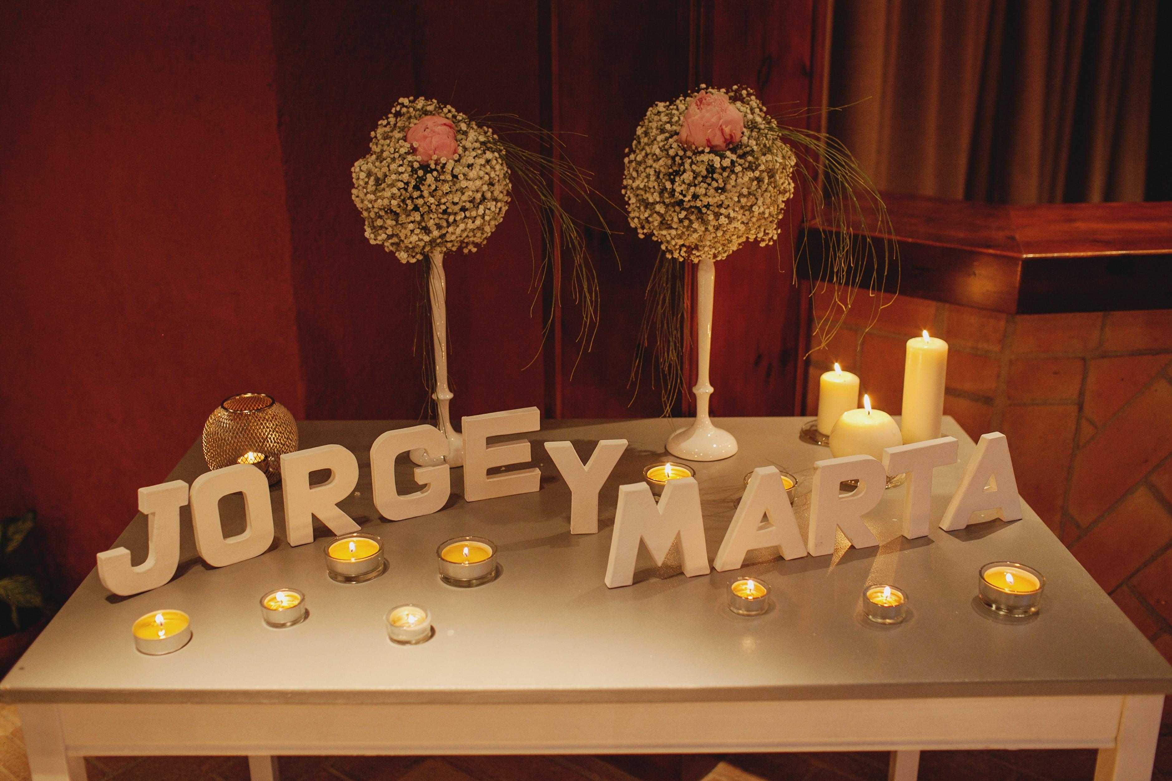 Los detalles de la boda de marta y jorge en tarragona - Mesas de libro para salon ...