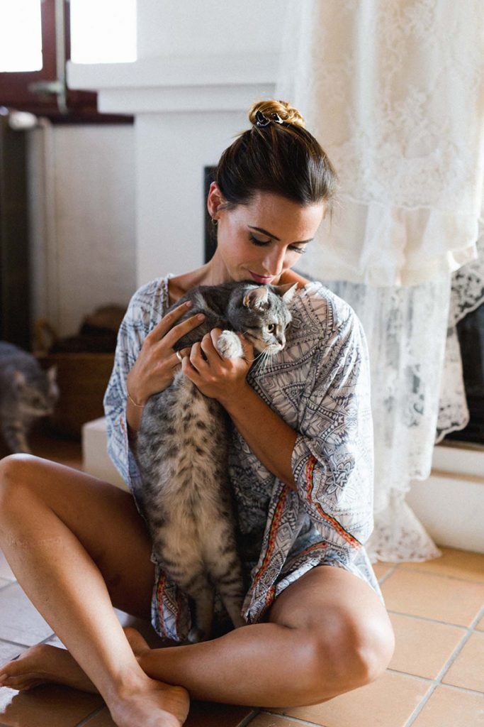 novia gato bata