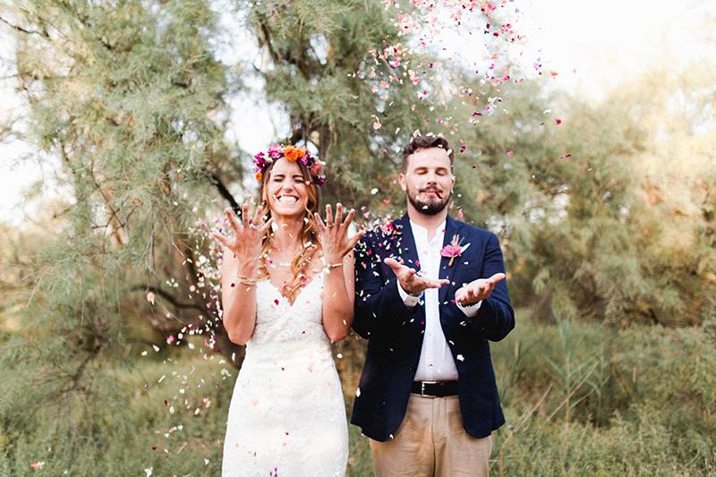 confetti petalos novios boda