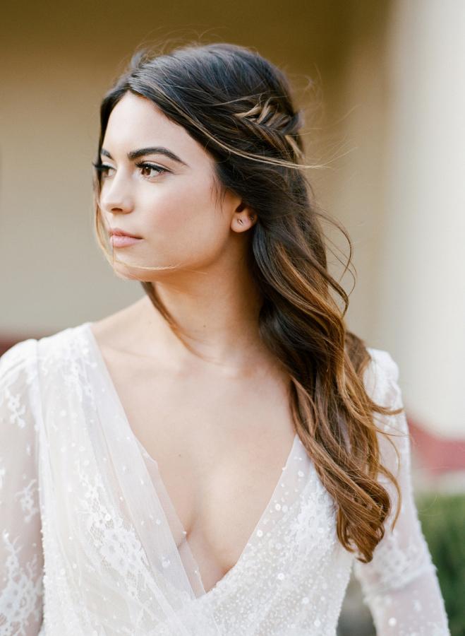 peinado novia 2019 trenza espiga semirecogido