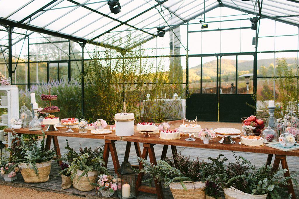 Mesa de postres pasteles boda