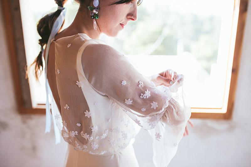 vestido novia aplicaciones flores