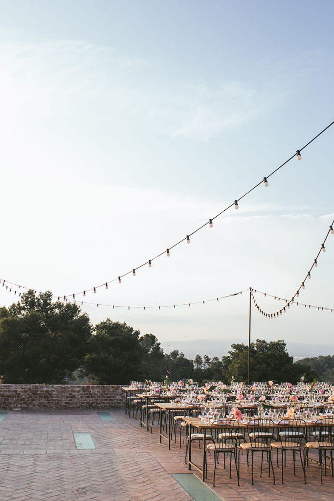 banquete aire libre guirnalda luces