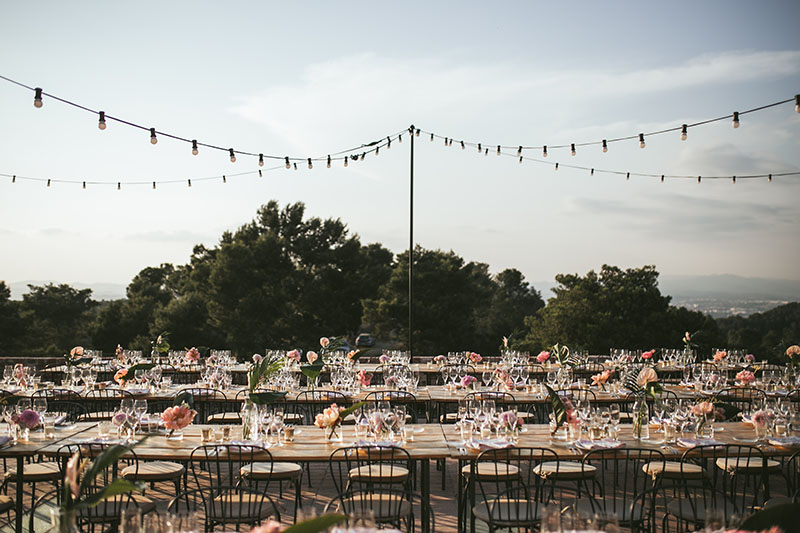 boda guirnalda luces mesa madera
